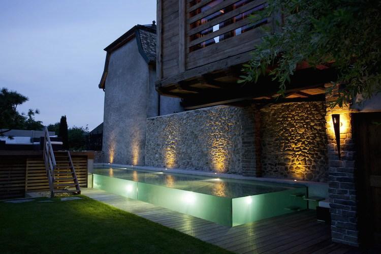 Maison piscine carré bleu jardins et dependances